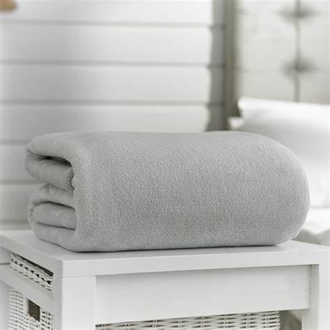 Snuggle Touch Throw - Silver 140x180cm